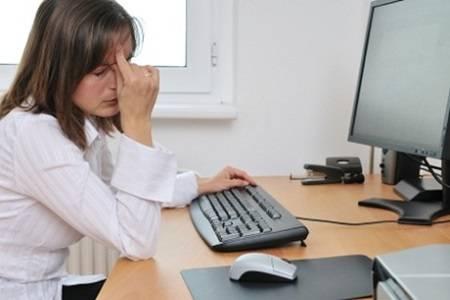 Bahaya Menatap Monitor Komputer Terlalu Lama!!